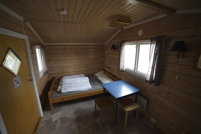 Bilde av ei seng og spiseplasser
